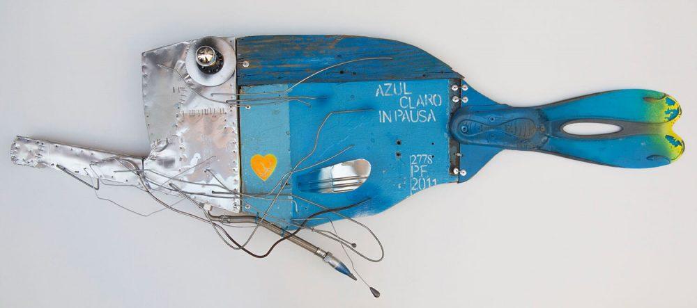Azul-claro-in-pausa---164x57cm---2011---Tecn-mista-con-materiali-di-riciclo
