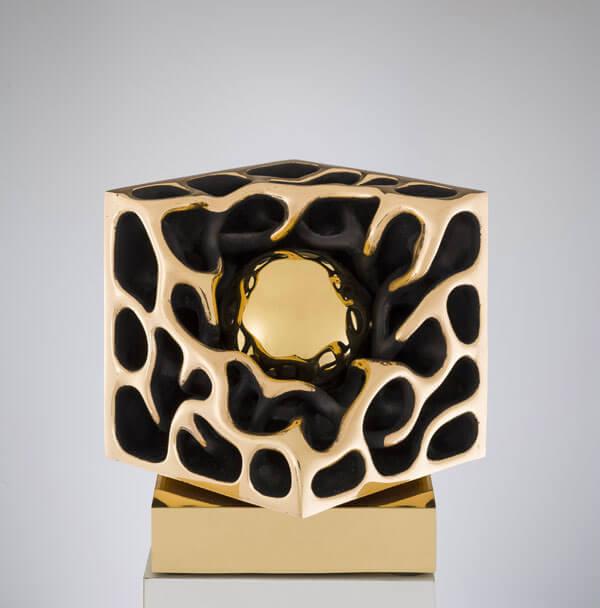 Cubo-con-sfera-L15cm-2012-Bronzo