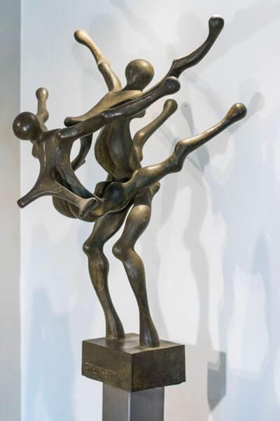 Passo-di-Danza--Anno-1979--Bronzo--cm60x109x70