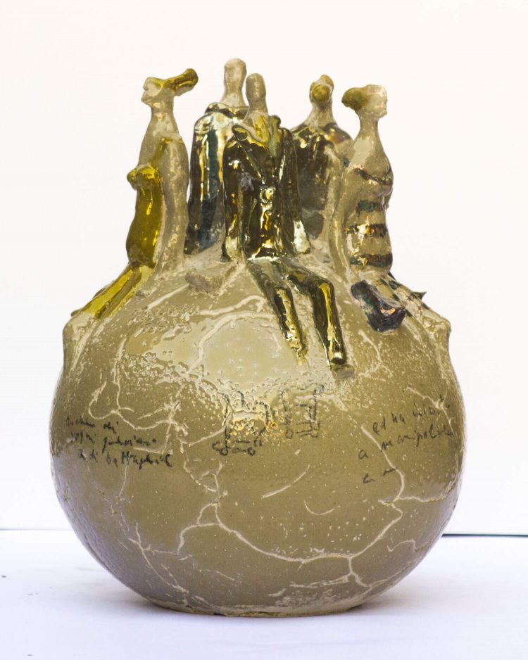 Sfera-con-personaggi-H32cm---2014---Ceramica
