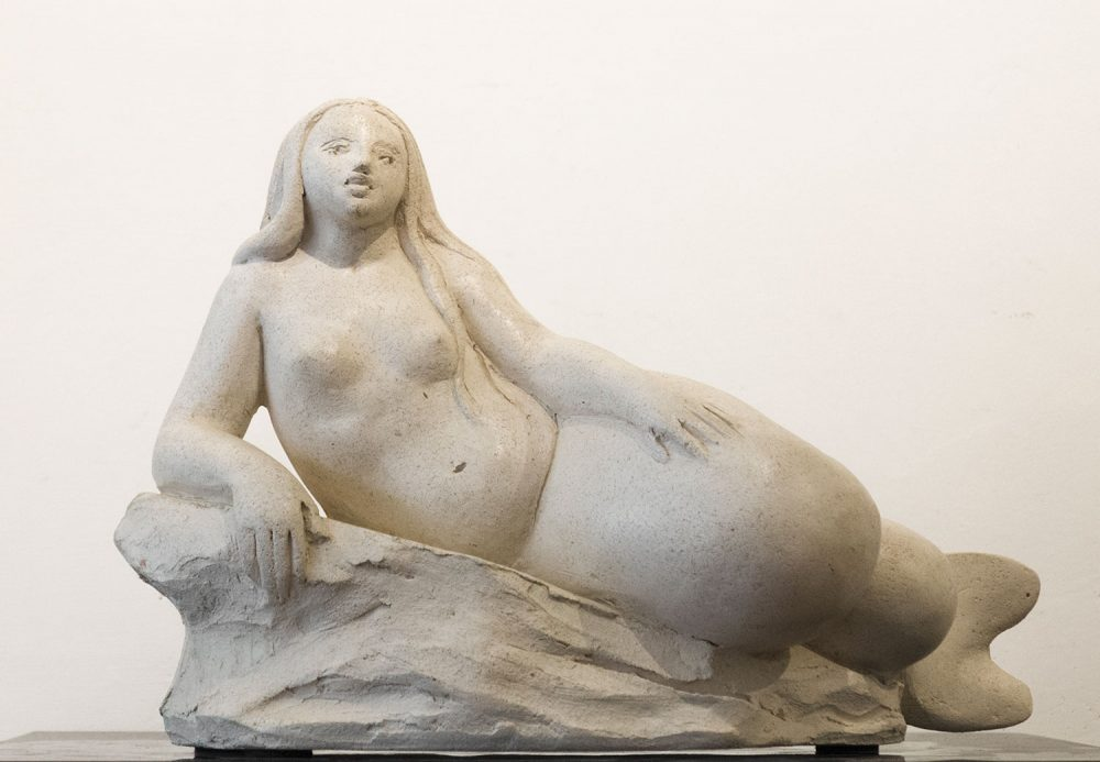 Sirena-su-uno-scoglio-35x22cm-Altezza-26cm---Terracotta